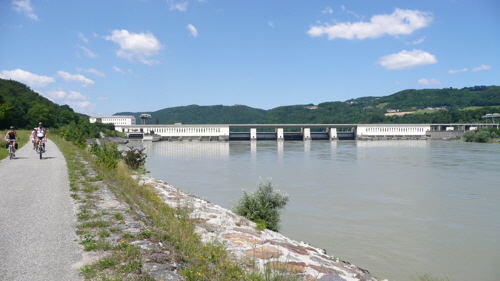 Austrian hydro-electric power station at Ybbs with the barrage spanning the full width of the river.