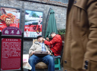 You ought to get your ears cleaned out - scene from a Chengdu street